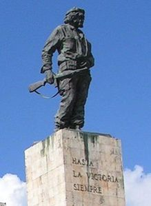 -Che_Guevara_-_Grab_in_Santa_Clara,_Kuba_(frag)