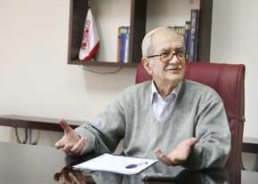 Razaghi, economic doctor in Iran